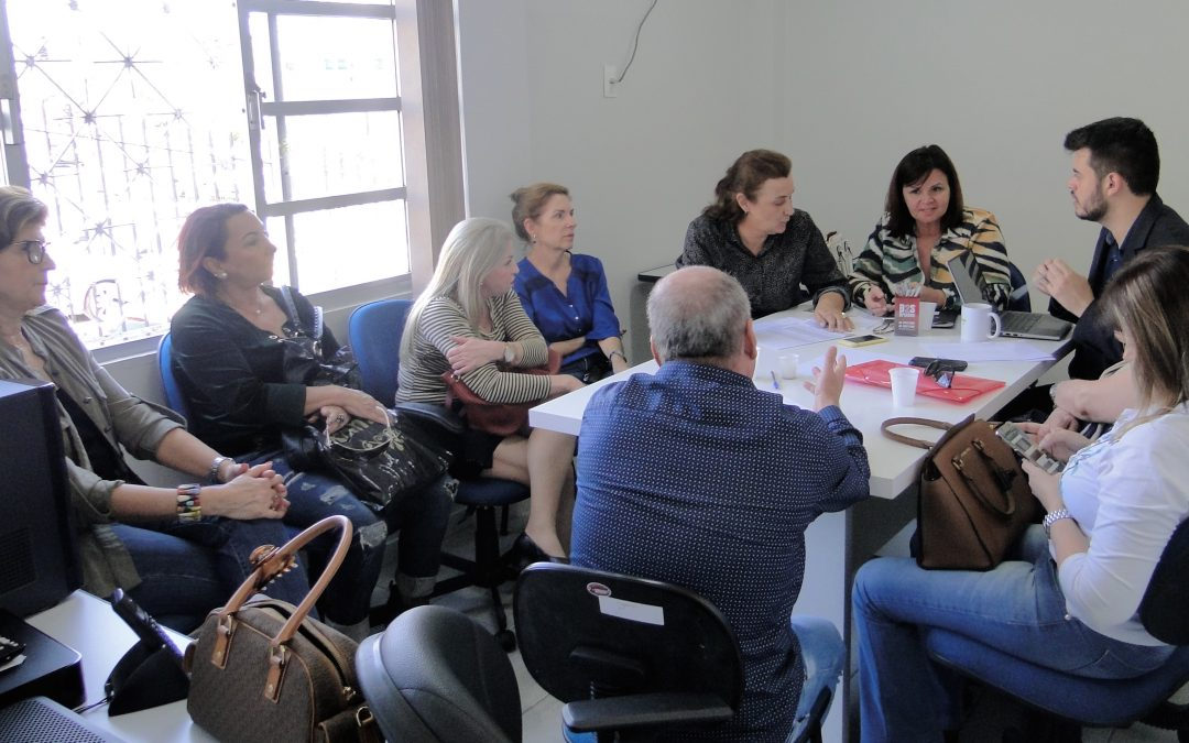 Sindalesc recebe grupo de servidores aposentados