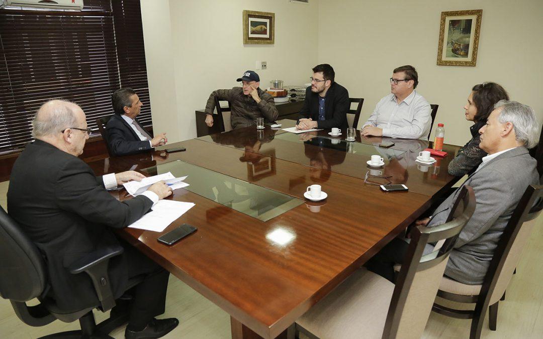 Presidente Julio Garcia recebe entidades de representação dos servidores
