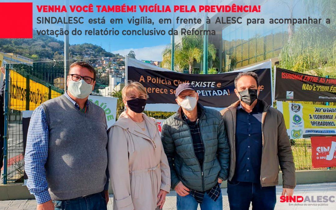 SINDALESC está em vigília, em frente à ALESC para acompanhar a votação do relatório conclusivo da Reforma